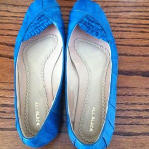 Shoes - 💢SOLD💢teal colored flats!