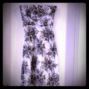 Black and white damask strapless A Line dress.