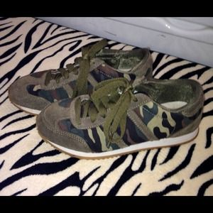 Shoes - 😄Size 7 cloth camo & green suede lace up sneakers