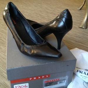 Authentic Prada Pumps Black
