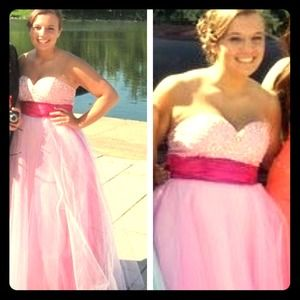 Dresses & Skirts - Pink and white sweetheart prom dress