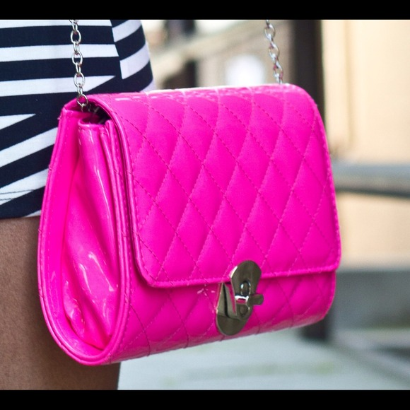 Patent quilted bag in neon pink