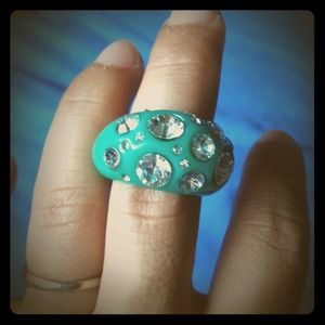 Green chunky pave rhinestone jeweled cocktail ring