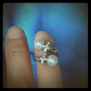New faux double white pearl jeweled ring