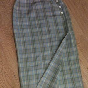 Nice 'GAP' Linen Skirt with a Slit