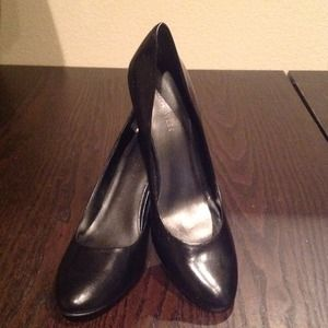 Nine west black pumps for sale!