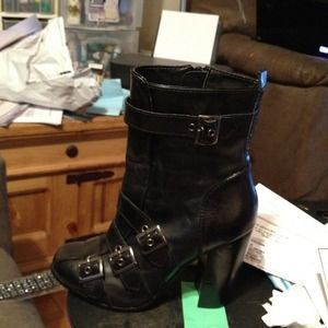 Boots - Black heel mid calf fall boots!