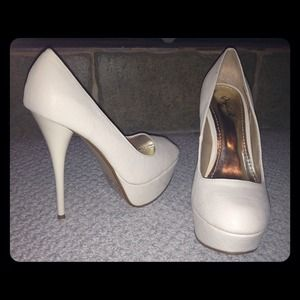 Shoes - -SOLD- Nude Pumps