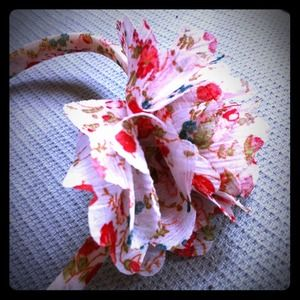 Accessories - adorable chiffon flower headband