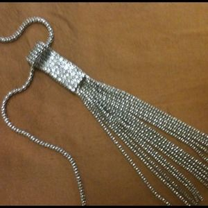 Jewelry - VINTAGE!!GORGEOUS SILVER TONE NECKLACE W/ CRYSTALS
