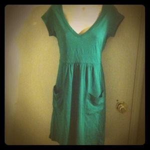 Old Navy Dresses & Skirts - 💸🎁•REDUCED•Green v neck dress