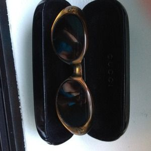 Gucci Accessories - MAKE AN OFFER!! AUTHENTIC GUCCI SUNGLASSES w/ CASE