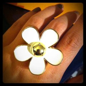 Reserved: Marc Jacobs Daisy perfume ring