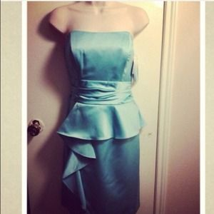 Dresses & Skirts - Mint Strapless peplum dress