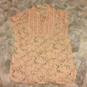 Tops - Pretty pastel peach v neck shirt.