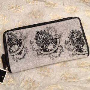 Juicy Couture Clutches & Wallets - 🆕JUICY COUTURE velour grey zip clutch wallet