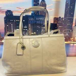 Coach Handbags - 🎉SOLD🎉NWT Ivory Coach leather classic timepiece