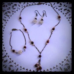 Coordinating jewelry set