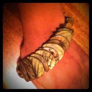Jewelry - NWOT stretch shell bracelet