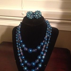 Jewelry - Vintage blue necklace (Reduced)