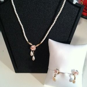 Jewelry - FINAL MARKDOWN!  Vintage Necklace and earring set
