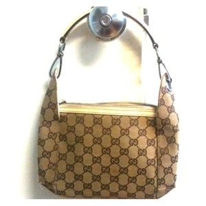 Gucci Handbags - 🔴Reserved for @maryci AUTHENTIC Gucci handbag