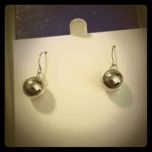 Jewelry - $5 in Bundle! Stainless 💘  ball earring