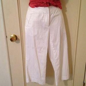 Pants - Nwot sz4 white capris. Flat front&back w/pockets