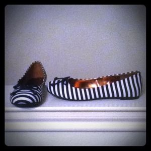 Groove Shoes - 🔒Reserved @maxray18🔒Groove Striped Flats