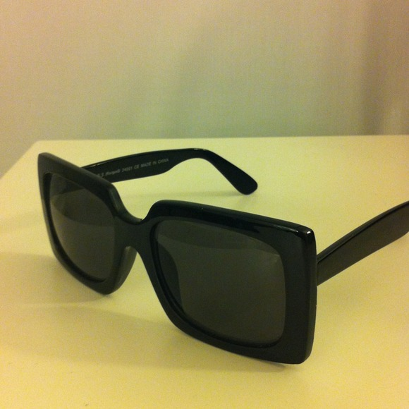 Accessories - Stylish black framed sunglasses