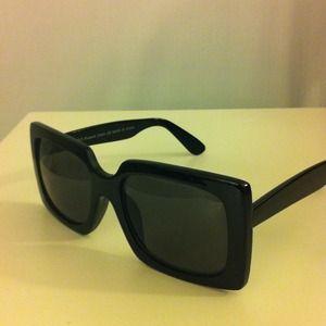 Accessories - Stylish black framed sunglasses