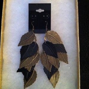 Jewelry - Leaf earrings