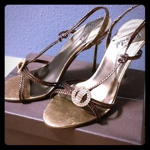 Shoes - Pretty bronze strap heels