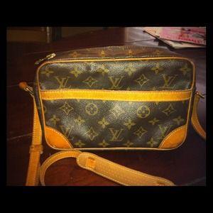Authentic Louis Vuitton handbag....