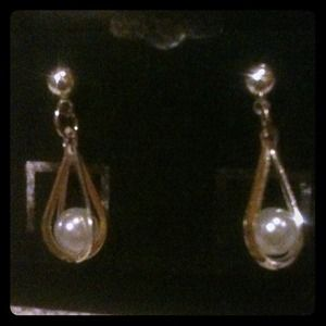 Jewelry - Faux pearl dangles