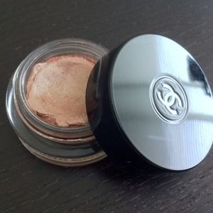 CHANEL Other - Chanel Illusion D'Ombre Eyeshadow in Emerveille.