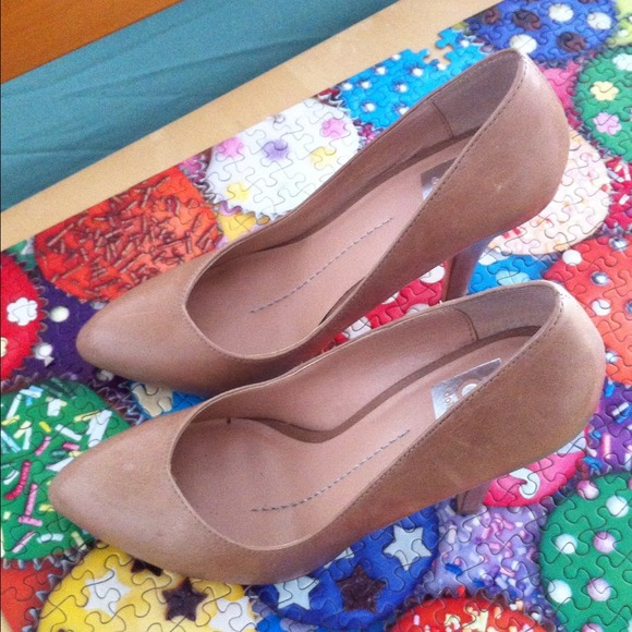 "DV by Dolce Vita Shoes - ⛔RESERVED⛔""Notty"" Nude Pumps"
