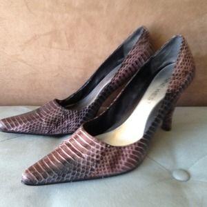 Sz6.5 purple snakeskin heels,nine west