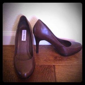 Brown leather Steve Madden pumps