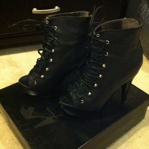 Sexy Steve Madden lace up peep toe ankle boots