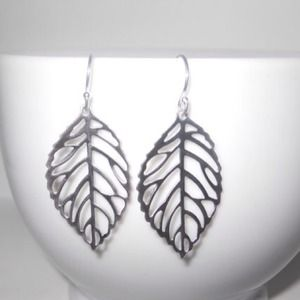Jewelry - Silver leaf dangle earrings (delicate)