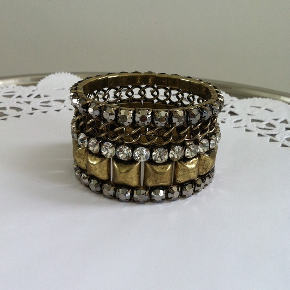 Jewelry - Antiqued gold tone bracelet 2