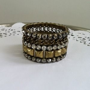 Jewelry - Antiqued gold tone bracelet