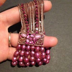 Jewelry - Goldtone jeweled fresh water pearl purple bracelet