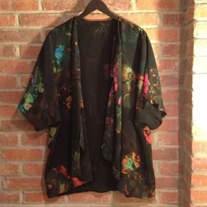 H&M Jackets & Blazers - Gorgeous watercolor kimono jacket/top