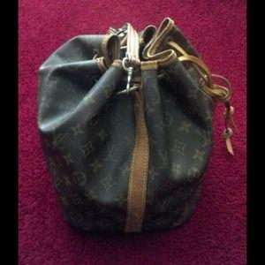 Vintage Authentic Louis Vuitton N.O.E bag..