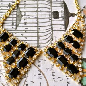 Jewelry - A Night of Surprise Bib Collar Necklace