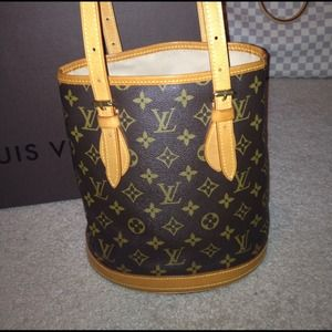 Louis Vuitton Handbags - Auth Louis Vuitton bucket