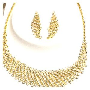 White Stoned Gold Necklace and Earrings set!