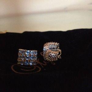 Jewelry - 14kt Gold earrings